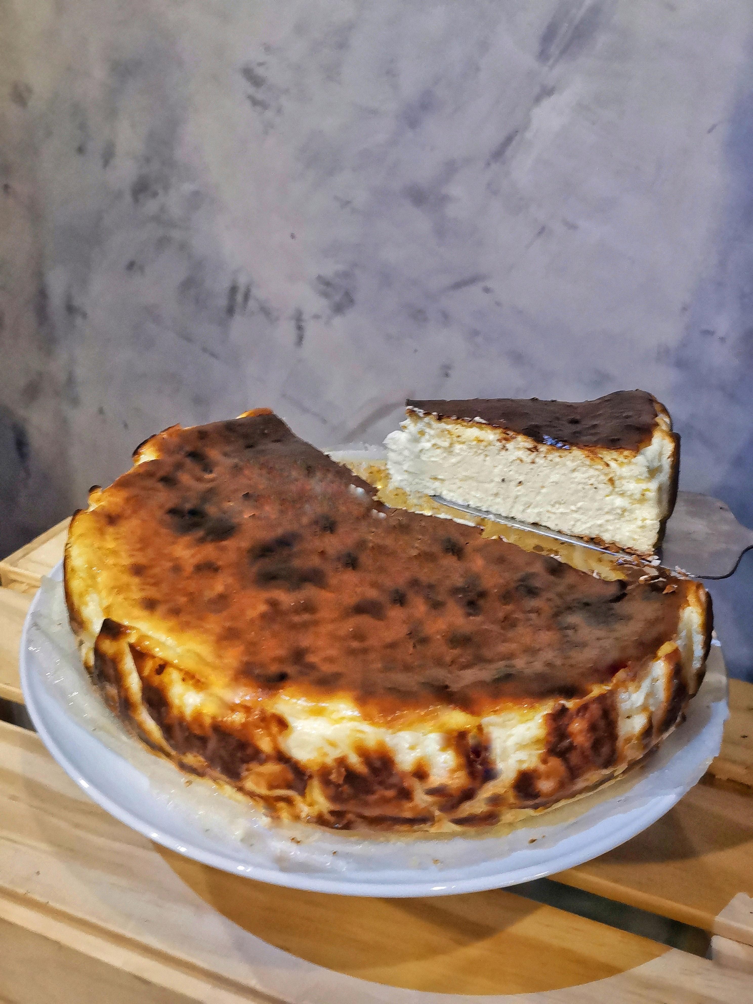 Eat@j's-premium-burnt-cheesecake